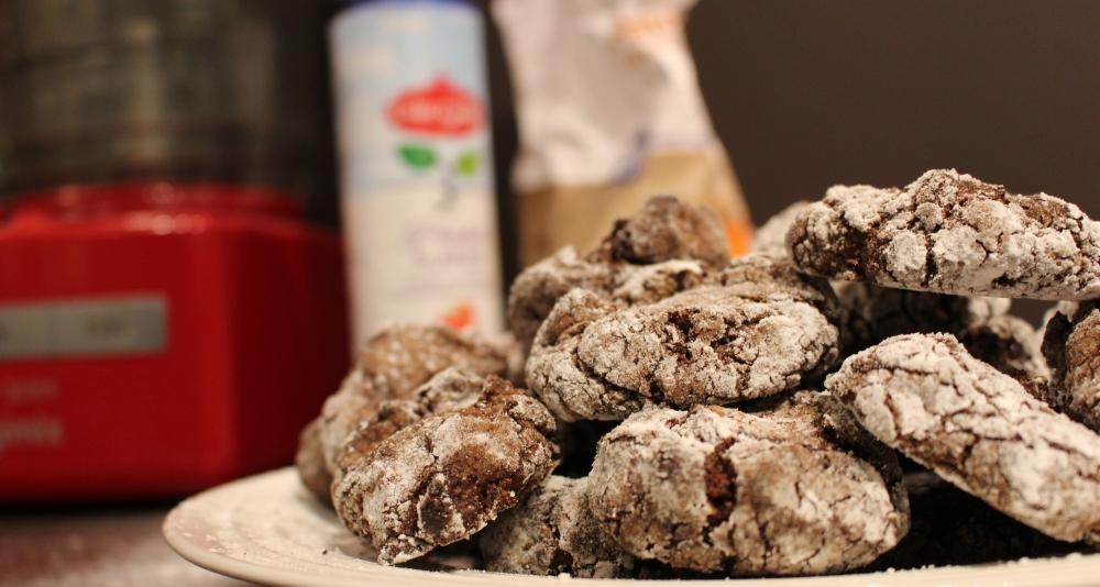 Chocolade-amandelkoekjes met kersen